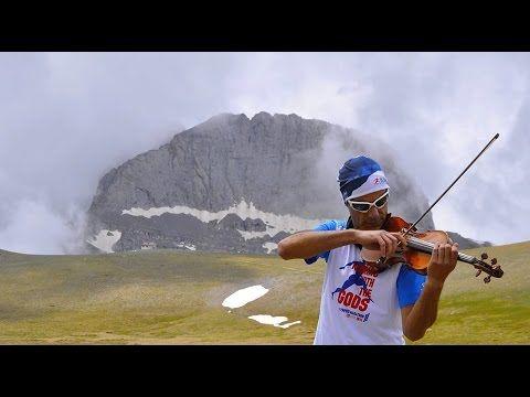 Ο Μάριος Δαδούδης πηγαίνει στα πιο όμορφα μέρη της Ελλάδας - και παίζει βιολί
