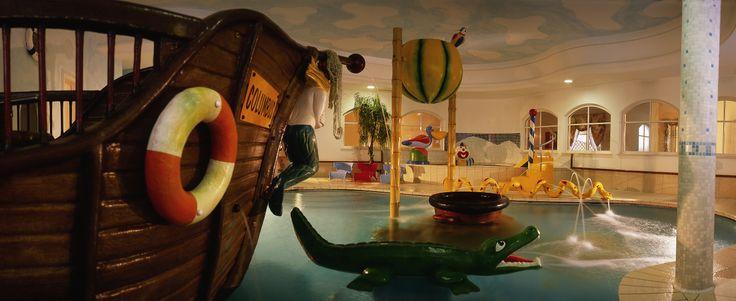 Der perfekte Ort für Kinder Spaß zu haben: der #Kinderpool mit verschiedenen #Rutschen, #Sprinkelanlagen und sogar einem #Piratenboot