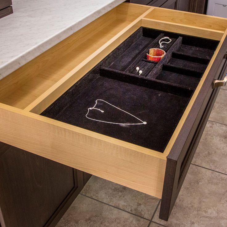Diviseur pour bijoux inséré dans un tiroir en mélamine avec système de tiroir Movento