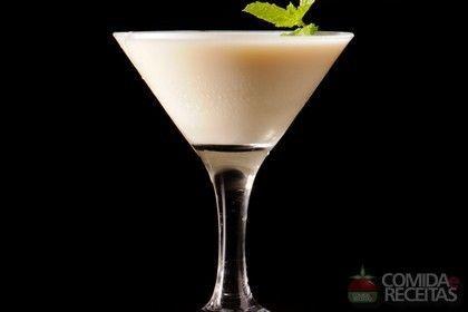 Receita de Licor caseiro de chocolate branco em receitas de bebidas e sucos, veja essa e outras receitas aqui!