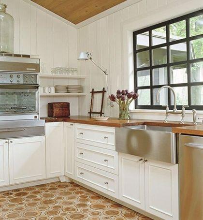 diseño de cocina clasica con fregadero antiguo en acero