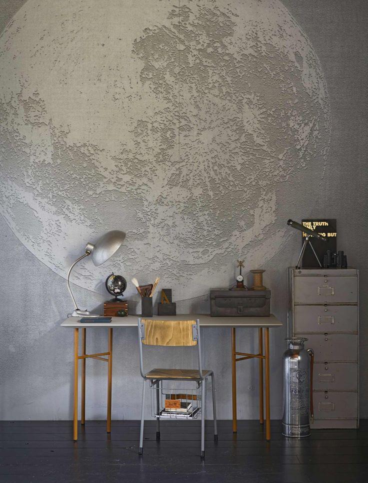 Fotobehang maan in tienerkamer | Photo wallpaper moon in teenage room | vtwonen 10-2017 | Fotografie Jeroen van der Spek | Styling Cleo Scheulderman