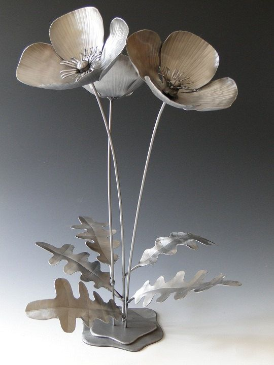 "Poppy Flowers Metal Sculpture by NatureofSteel.  Would love these ""flowers"" in my front yard.  #welding #art"