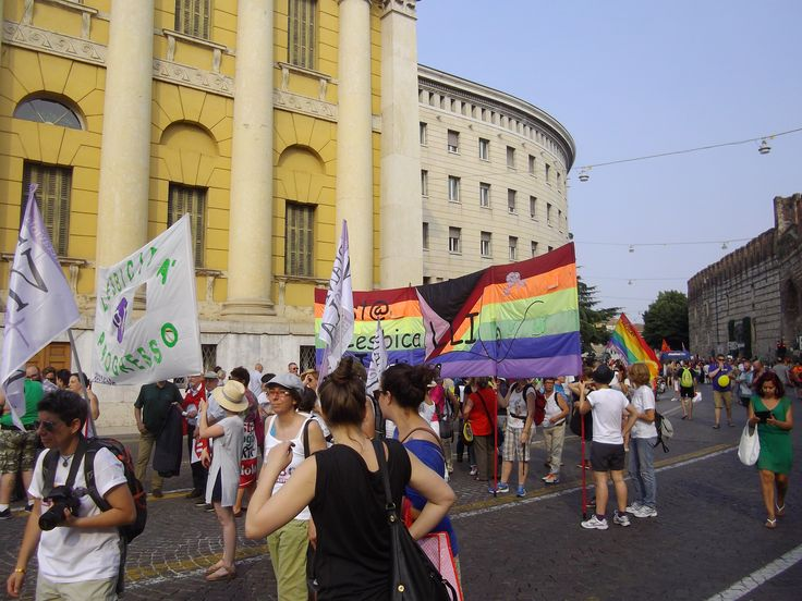 #Verona 6 Giugno 2015. In Diecimila sfilano in città al Verona Pride per dire basta alle discriminazioni