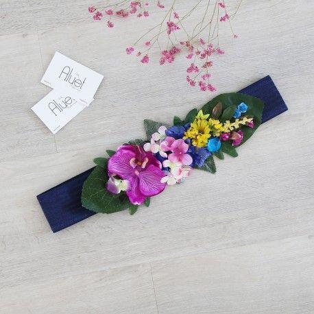 Cinturón elástico con goma azulón y flores tropicales. Es un cinturón que secierraa la cintura con un velcro (máximo 95cm de cintura) y se…