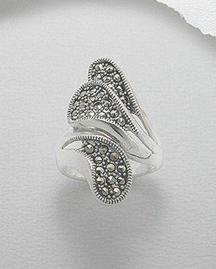 Inel deosebit argint 925 - marcasite - asimetricInel deosebit, asimetric, realizat din argint 925 si marcasite. Masuri disponibile: 6,7 (SUA). Greutate: 7,9 gr.