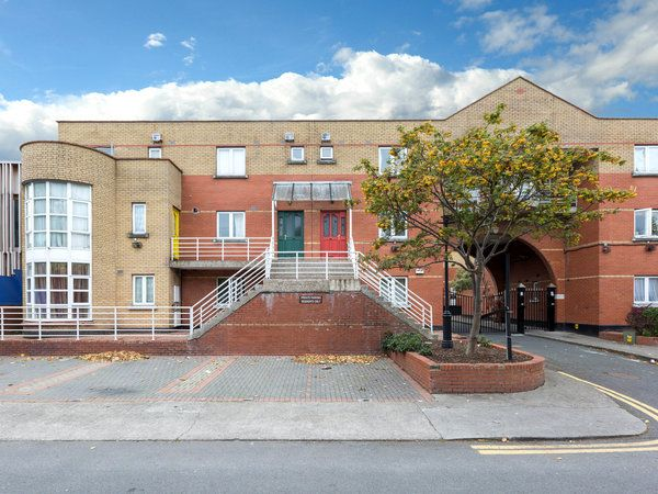 9 George's Wharf, Phibsborough, Dublin 7 - 5 bed duplex for sale at €395,000 from O'Connor Shannon. Click here for more property details.