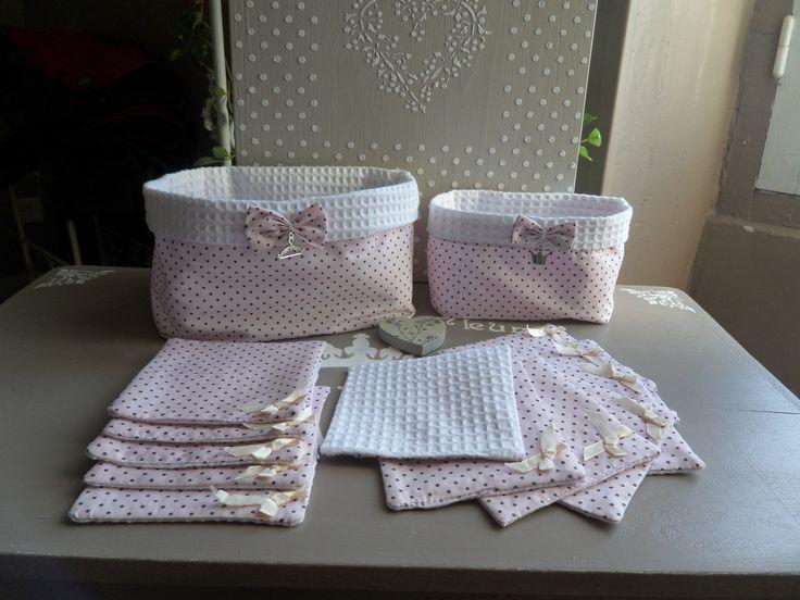 12 lingettes et 2 pochons tissu pois gris sur fond rose : Puériculture par creativemartine