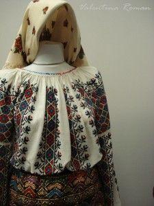 Romanian Traditional Costume Museum 01