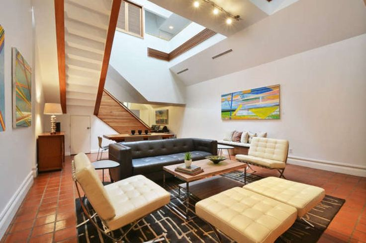 Legendary 6th St Estate. 4600 sf great for Groups/Events. 94 Walk Score.. You can't beat this location! You are surrounded by Austin's best restaurants, bar...
