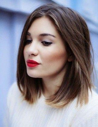 Weibliche schulterlange Haarschnitte