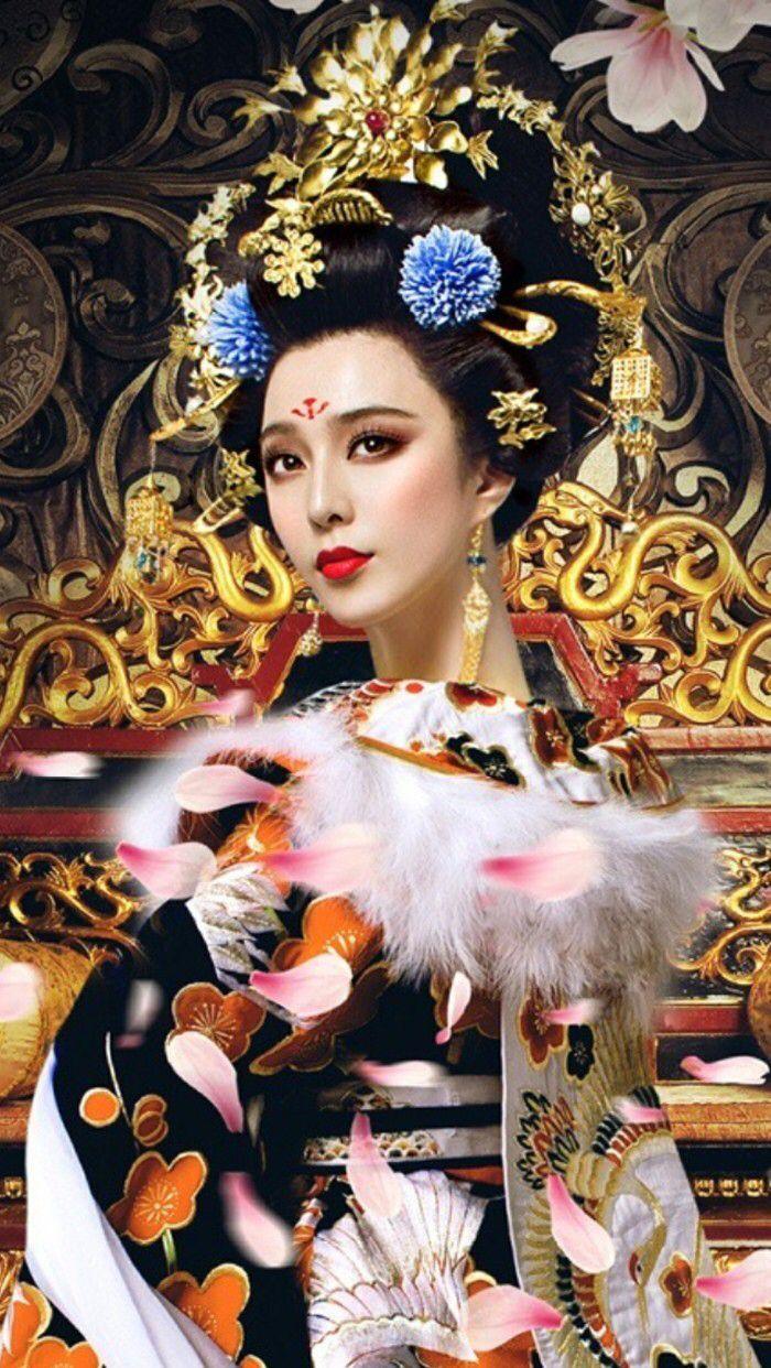 范冰冰 Fan Bing Bing in 2014 Chinese period drama 'The Empress of China'. Extravagant Empress Wu Zhetian Hanfu costume worn during the Tang dynasty era.