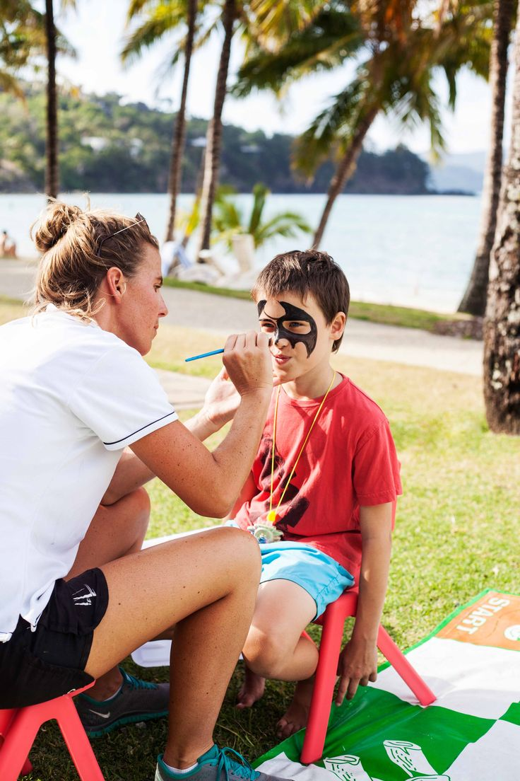 Tropical island fun for all the family. When it comes to keeping the little ones entertained, you can't go past face painting! #HamiltonIsland