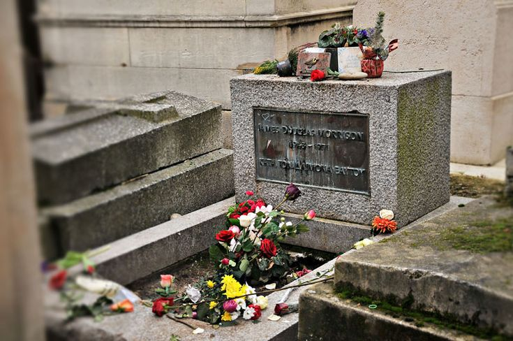 Visiting Jim Morrison's Grave // Pere Lachaise Cemetary, Paris, France #Europe #Travel The Doors