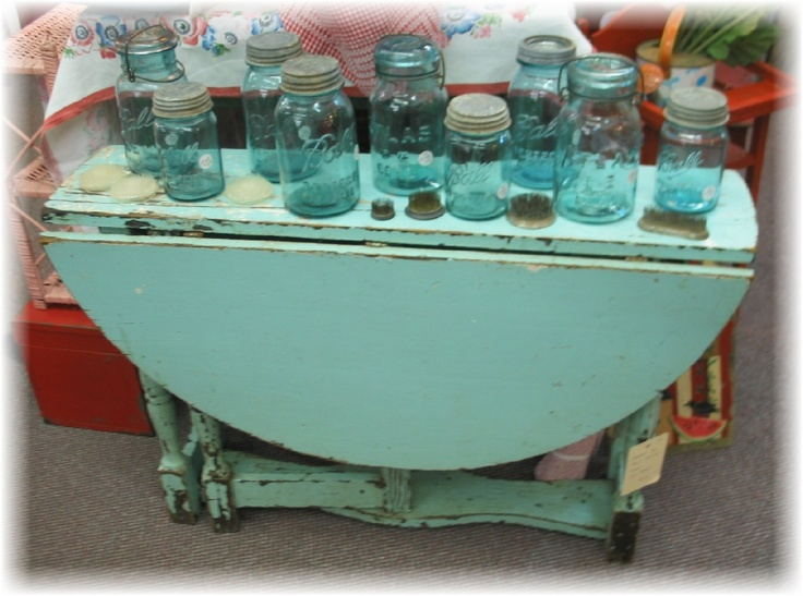 Sweet little child's gateleg table.: Schoolhouse Lan