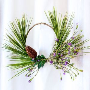 How to make a scented wreath Mediterranean style via @Guidecentral - Visit www.guidecentr.al for more #DIY #tutorials