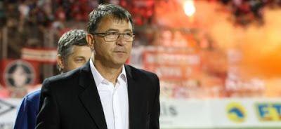 Ψησταριά-Ταβέρνα.Τσαγκάρικο.: ΠΑΙΡΝΕΙ ΤΑ ΗΝΙΑ – Ο Τάκης Λεμονής νέος προπονητής ...