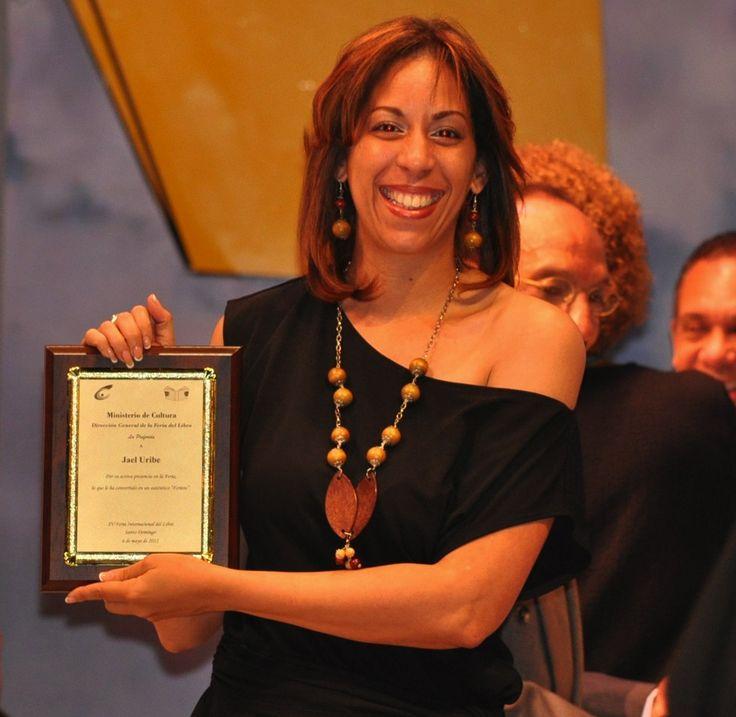 """Jael Uribe nominada a  """"Mujer del Año 2014""""  del periódico el Diario Libre.  A VOTAR!:  1- http://www.hym-diariolibre.com/ 2- Registrarse 3- Confirmar en su correo  4- Volver a la página 5- Iniciar sección 6- dar click a VOTAR 7- Votar por hombre del año (Obligatorio) darle a SELECCIONAR. 8- ver perfil. 9- SELECCIONAR 10- votar por Mujer  11- Click a """" ? """" 12- los mismo 13- Puedes de nuevo desde otro computador o celular."""