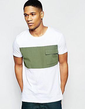 Camiseta con bolsillo militar grande de ASOS