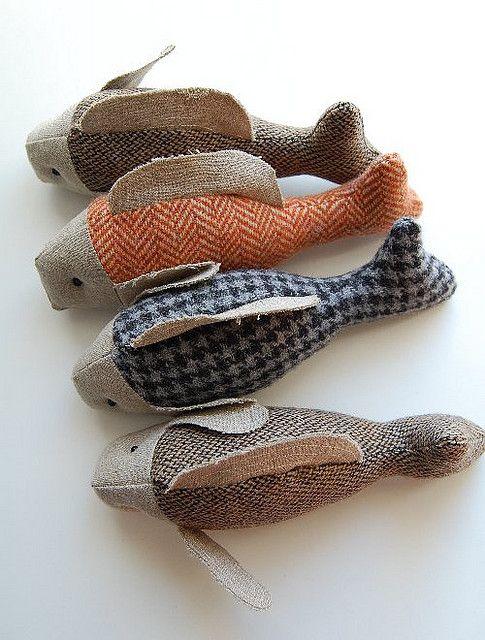 Visje van stof - fabric fishes # tweed Inspiration pour réaliser des poissons en tissu (récupération de vestes en tweed)