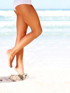 Schlanke Beine sind etwas Tolles. Sie möchten am Oberschenkel abnehmen? Fitnesstrainer David Kirsch macht Sie fit - mit vier Übungen, in wenigen Minuten.