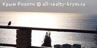 #Ялта #Продажа: * дом с супер видом  * 2-х этажный дом в г. Ялта по ул. Сеченова. Дом площадью 150 м.кв.  с мебелью и техникой, с современным дизайном, три изолированные спальные комнаты, 3 санузла.  Дом оборудован встроенной кухней с посудомоечной машиной, встроенной морозильной камерой и двумя холодильниками, духовой шкаф, эл. варочная поверхность, все импортного производства, высокоскоростным интернетом (оптико-волокно), WI-FI, 2 спутниковые антенны, с отдельной независимой разводкой по…