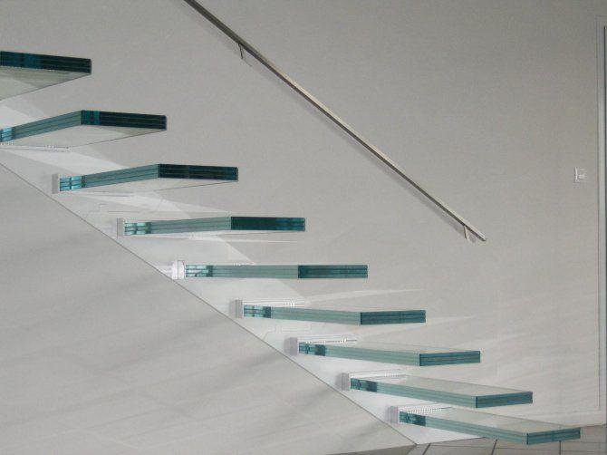 Oltre 25 fantastiche idee su ringhiere delle scale in legno su pinterest ringhiera rimodellare - Immagini di scale per interni ...