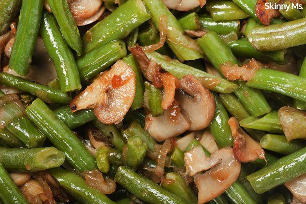 Gebakken groene bonen en champignons