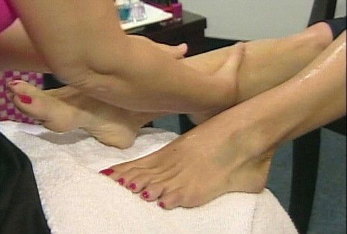 kelly ripa barefoot | kelly ripa feet 16