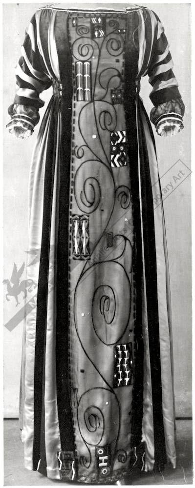 Dress, Eduard Josef Wimmer-Wisgrill, Vienna, 1911. Silk, embroidered organza, silk ribbons. High waist, 3/4-length sleeves.