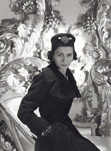Coco Chanel (1937, by Horst P. Horst) #CocoChanel Visit espritdegabrielle.com | L'héritage de Coco Chanel #espritdegabrielle