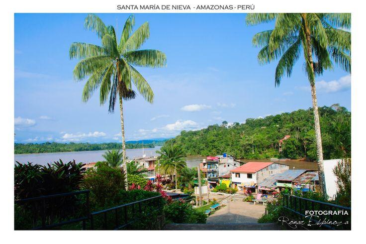 Santa María de Nieva, Capital de la Provincia de Condorcanqui. Bella y envuelta en su verdor de bosques tropicales, acompañada de sus ríos Nieva y Marañón.