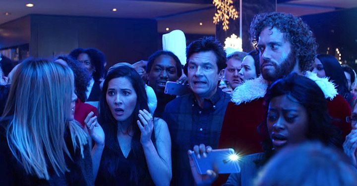 Bateman Aniston Munn Miller McKinnon Indeed Have Office Christmas Party in 'Office Christmas Party' Trailer