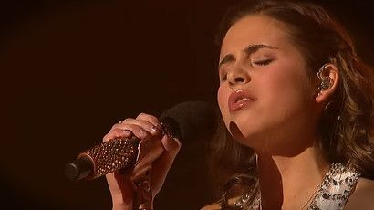 Carly Rose Sonenclar has a voice like no other. And when she steps on The X Factor stage for her performance of 'Hallelujah' everyone was in awe. What a big voice! This is just amazing. What an incredible talent from such a young girl!
