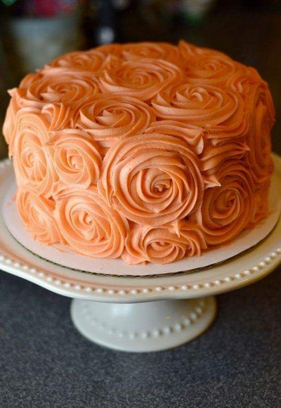 Awesome Piping Designs On A Cake