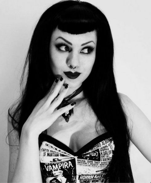 Look Pin Up Gótica Foto: mothmouth #gothabilly #psychobilly #gothic #gothicfashion #pinup