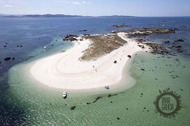 Xidoiro Areoso. Islote arenoso junto a la Isla de Arosa. Pontevedra. Galicia. Spain.