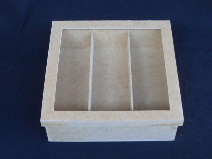 caixa tampa de sapato,para espumante 1 taca, 3 doces .para lembrancas para padrinhos ,pais dos noivos,avos,e queridos. (sem vidro),divisoes soltas.