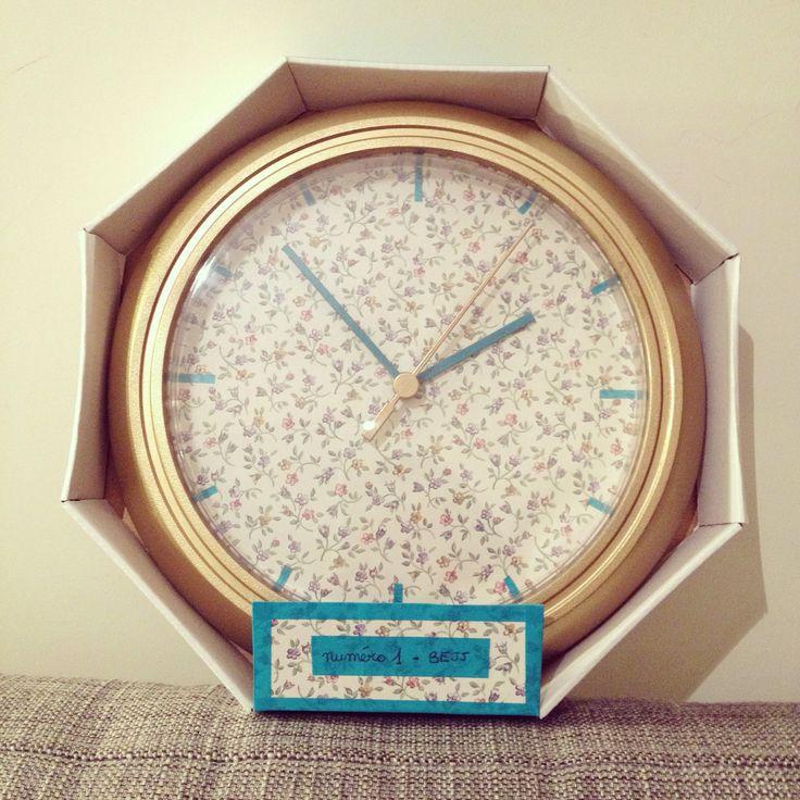 A vendre ! Jolie horloge ikea rusch customisée avec un papier peint ancien, de la bombe dorée et du maskintape. Création Bejj. #ikea #ikearusch #horloge #customise #horlogeikea #papierpeint #diy