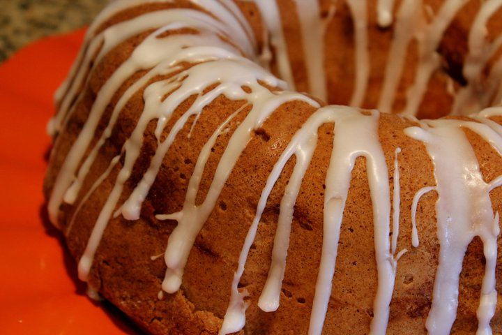 Jewish apple cake - use applesauce to cut down oil and substitute GF flour + almond flour to make GF