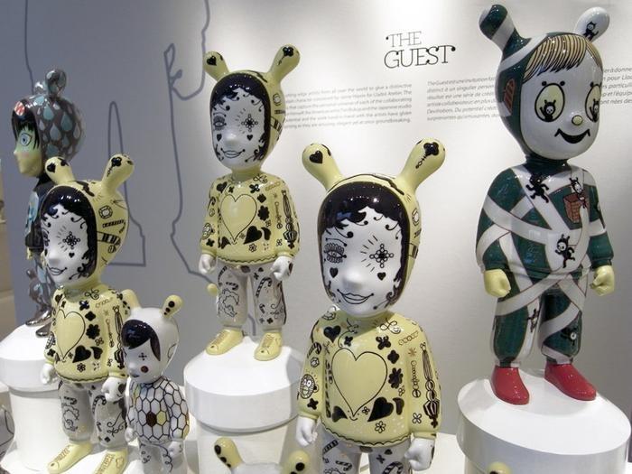 The Guest, figurki ekskluzywnie porcelanowe.