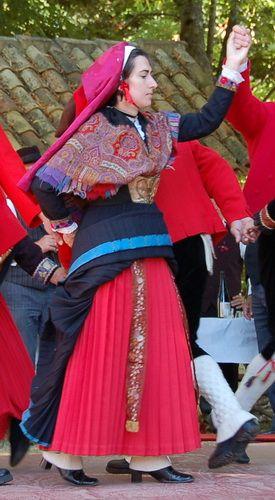 Costume Ossalois, vallée d'Ossau dans les Pyrénées-Atlantique - Retrouvez toutes les informations sur www.le-refuge-des-marmottes.com