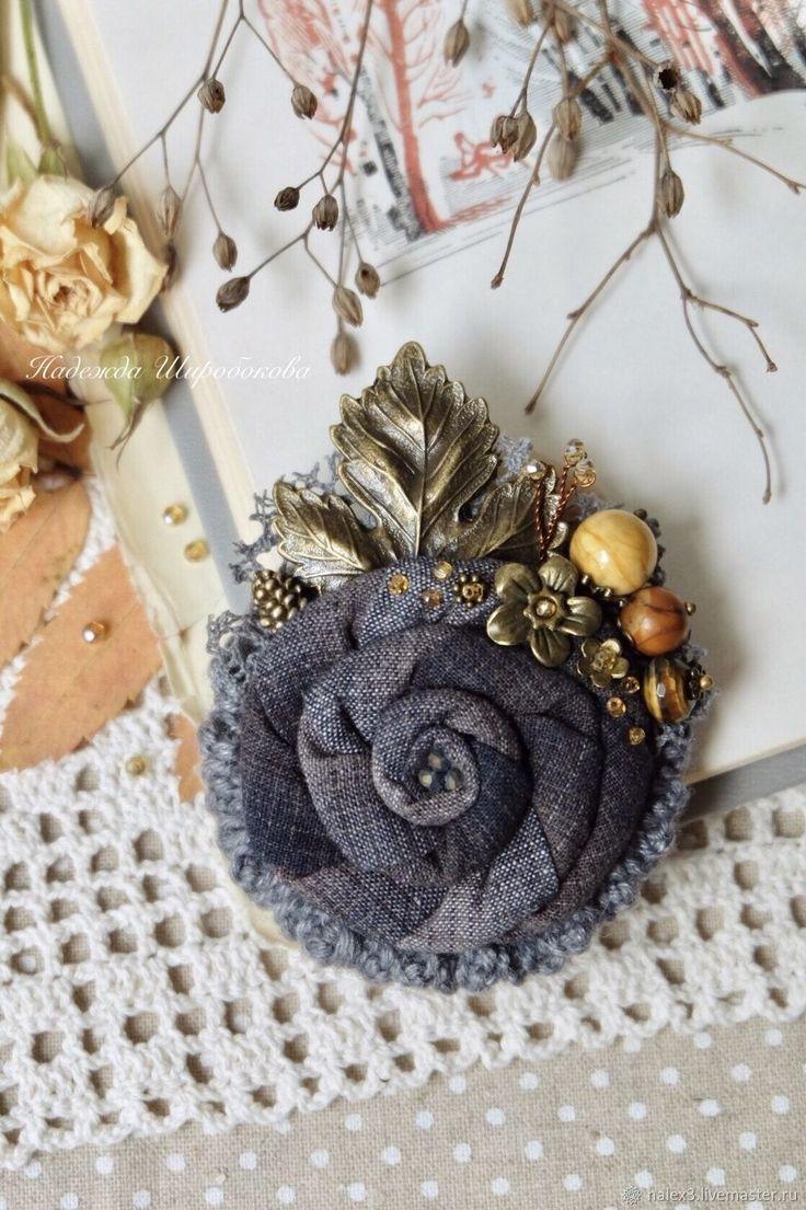 """Купить Брошь-цветок """"Осенний лучик"""" - серый, серая брошь, серо-желтый, брошь-цветок"""
