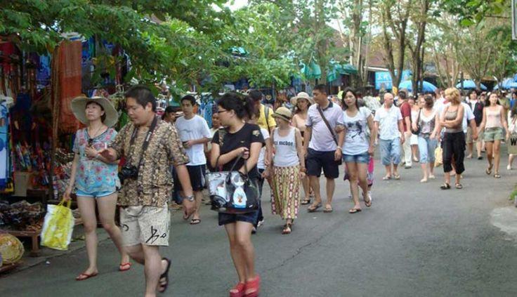 Dongkrak Sektor Pariwisata, Wisman dari China jadi Andalan http://malangtoday.net/wp-content/uploads/2017/01/Ilustrasi-Turis.jpg MALANGTODAY.NET – Kementerian Pariwisata (Kemenpar) pada tahun 2017 menargetkanturis asal China berlibur di Indonesia. Hal ini karena turis asal negeri tirai bambu itu memiliki potensi yang besar disamping juga sektor perekonomian yang tumbuh dengan baik, selain itu negara tersebut juga ... http://malangtoday.net/flash/nasional/dongkrak-sekt