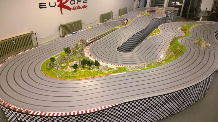 Europe-Raceway in Berlin, die längste 6-spurige Slotracing-Holzbahn in Europa (68,5 Meter lang)  #slotracing #slotcar #scale124 #slottraxx #decalmaxx #gtmasters #lmp #gt3 #carrera #carrerabahn #scaleracing #scale124