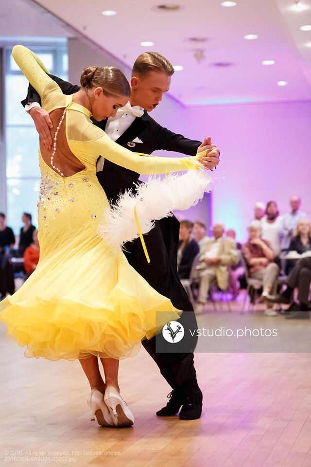 Lovely yellow ballroom dress. #ballroom #dancesport #dance