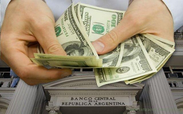 El Banco Central permite comprar dólares por ventanilla