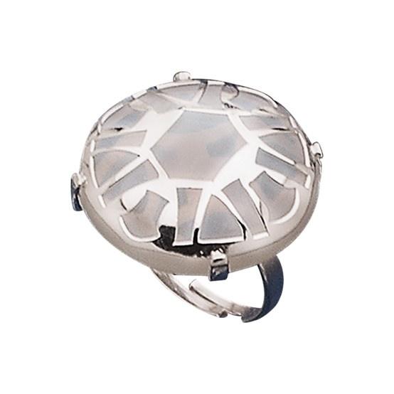 Anillo de plata de primera ley con piedra traslúcida inspirado en la luna. Cristian Lay