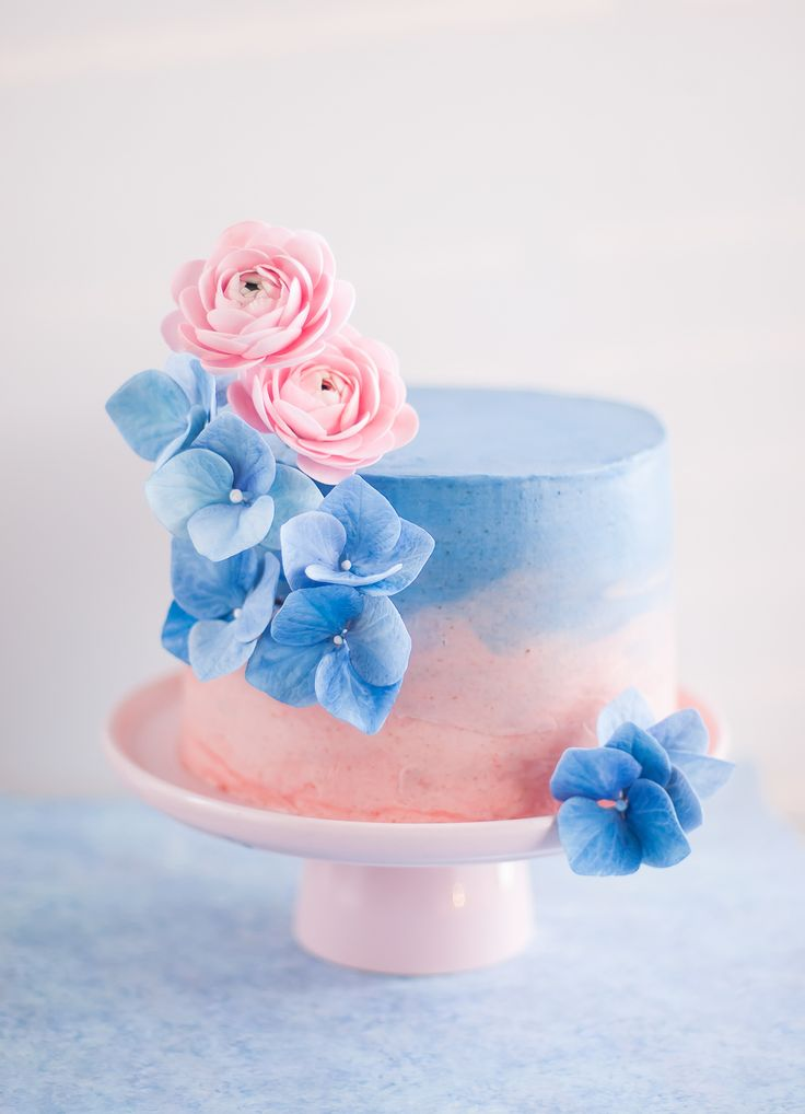 Vanilla chiffon cake with guava paste and Swiss buttercream with fondant serenity hydrangeas and rose quartz ranunculus (via Lulu's Sweet Secrets).