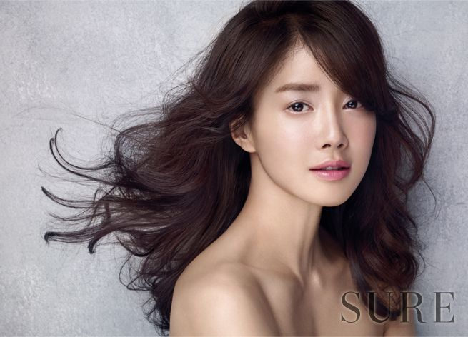Lee Si Young Sure March 2015 Look 2